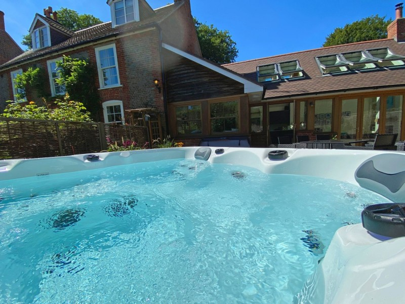 Bailey Cottage hot tub