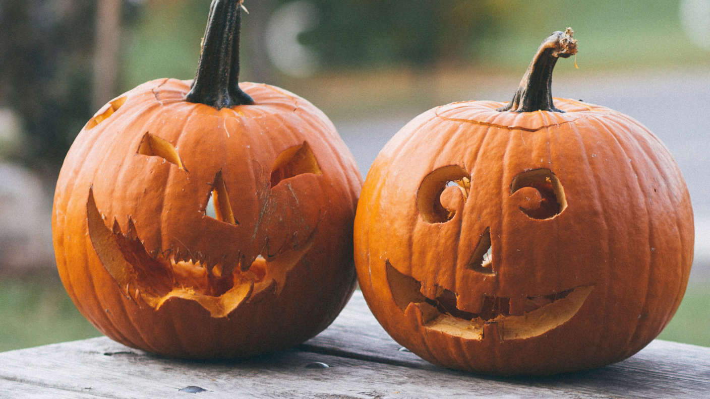 Halloween-half-term-breaks-pumkin-carving