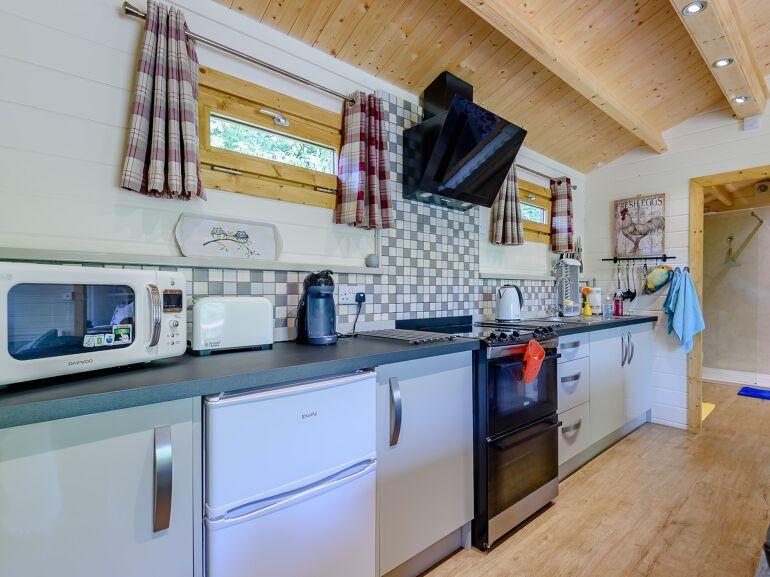 Alverstone Ponds Hobbits Landing Lodge kitchen