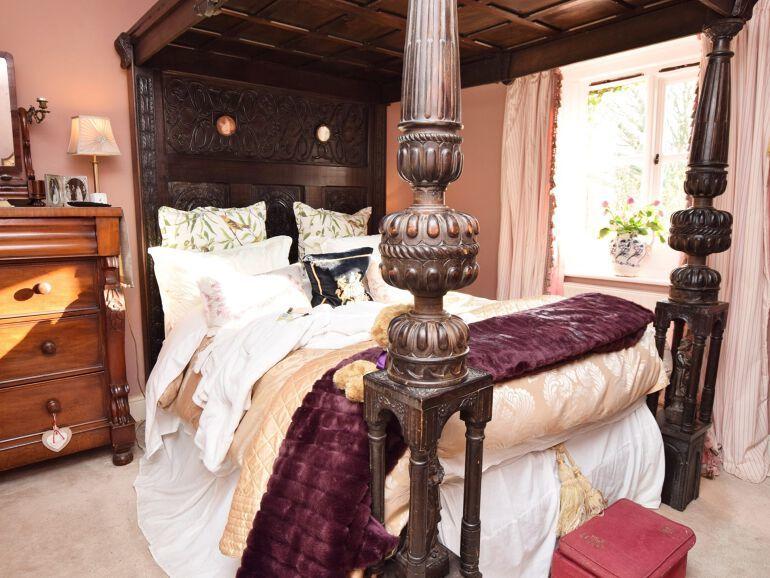AnyConv.com__Honeymoon cottage bedroom