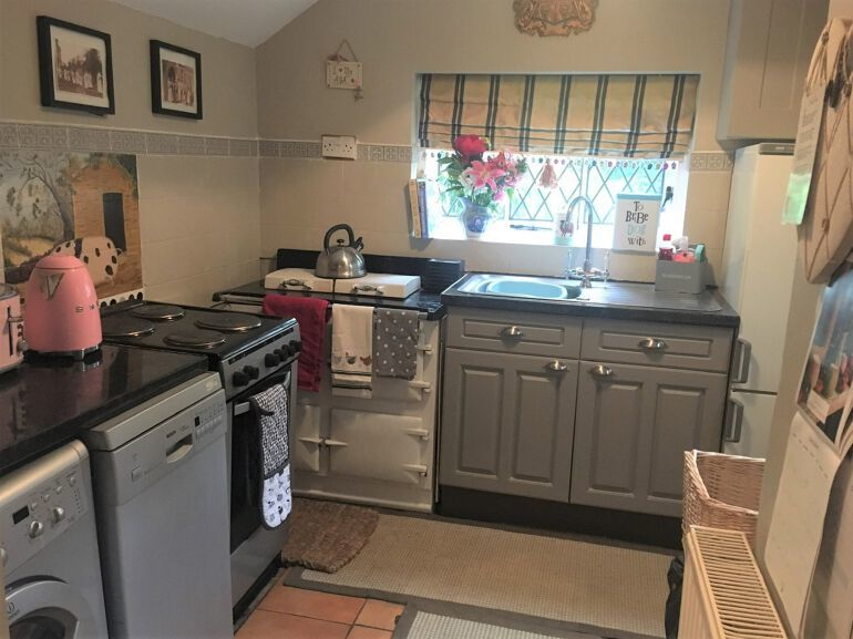AnyConv.com__Honeymoon cottage kitchen