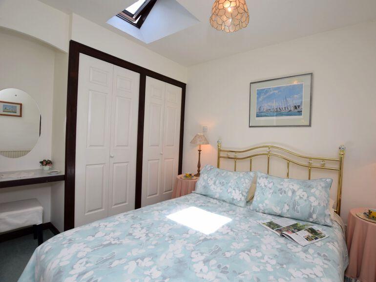 Fowlsdown Barn End bedroom