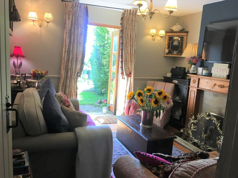 Honeymoon cottage 01