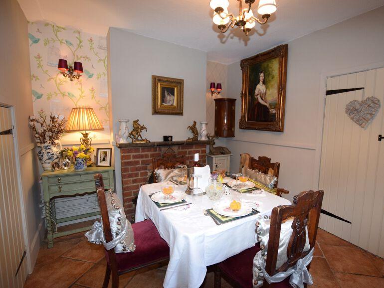 Honeymoon cottage dining area