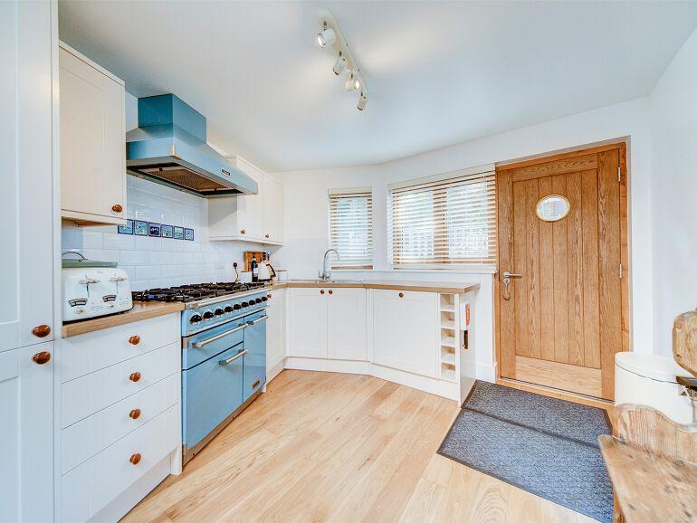 briary 05 kitchen