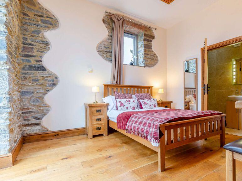 Wren Barn Lakes bedroom