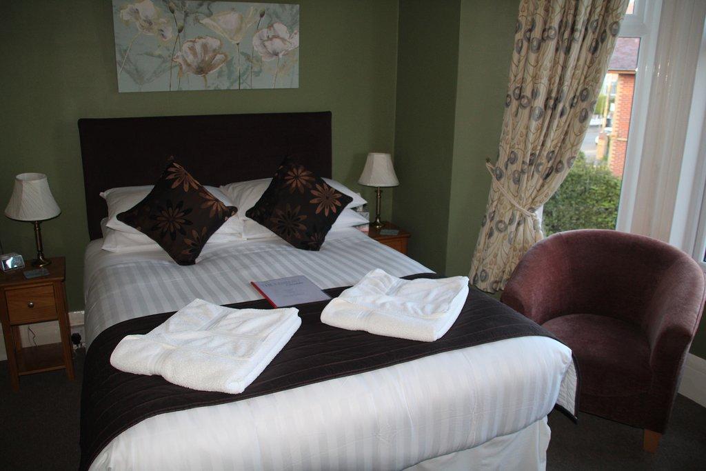 the-kenbury bedroom 2